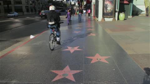 vídeos y material grabado en eventos de stock de hollywood walk of fame - paseo de la fama