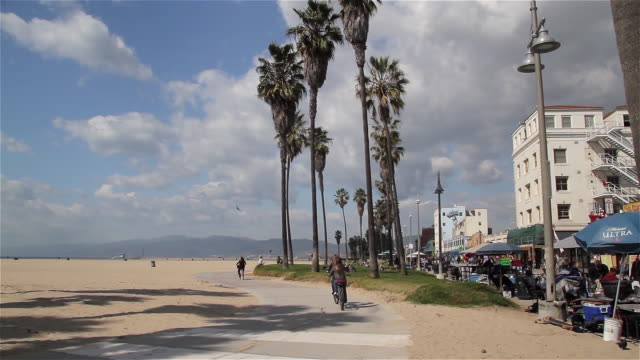 cycle path and venice boardwalk - venice beach stock videos & royalty-free footage