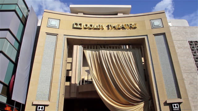 vídeos de stock e filmes b-roll de dolby theatre archway during academy awards set up - the dolby theatre