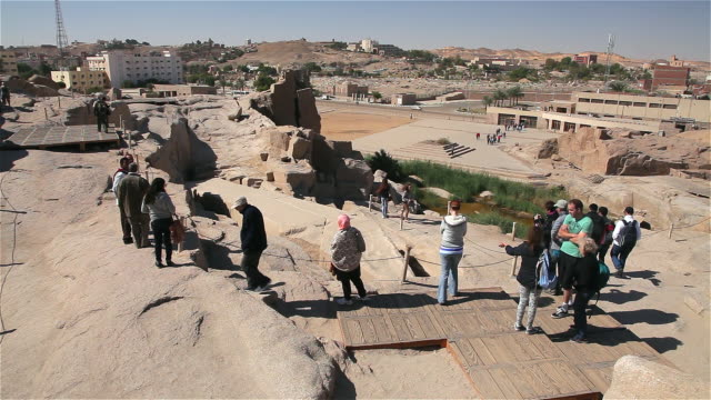 tourists view the unfinished obelisk - obelisk stock-videos und b-roll-filmmaterial