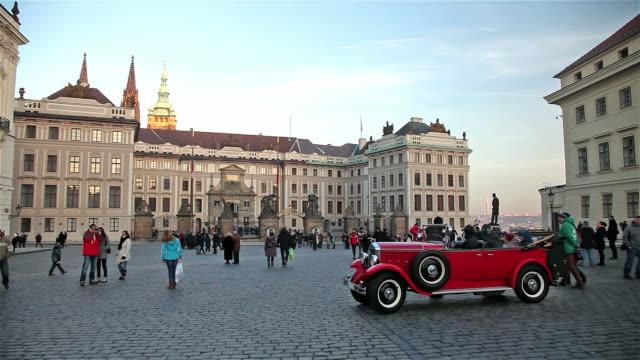 vidéos et rushes de old red car castle and matthias gate - prague