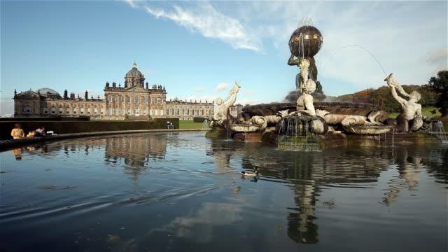 stockvideo's en b-roll-footage met castle howard atlas fountain and mallard duck - standbeeld