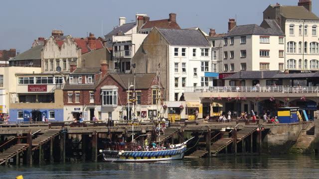 harbour pleasure boat rides - bridlington stock-videos und b-roll-filmmaterial