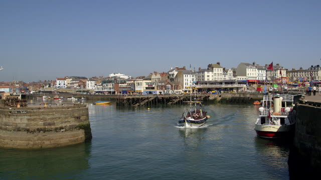 harbour entrance and pleasure boat rides - bridlington stock-videos und b-roll-filmmaterial