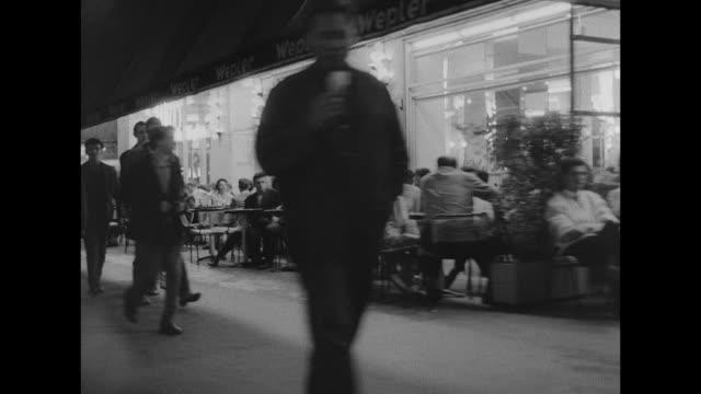 vídeos de stock e filmes b-roll de rushes ex dixon of dock green. 1960) - bar local de entretenimento