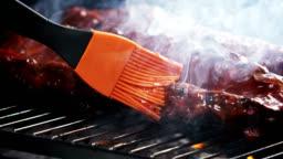 BASTING BBQ SPARERIBS-SLOW MOTION