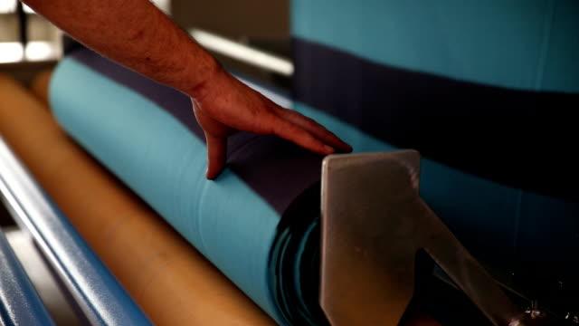 stockvideo's en b-roll-footage met textiel productie - polyester