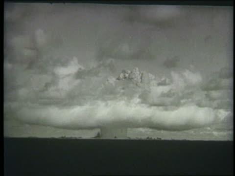 . - fallout nucleare video stock e b–roll