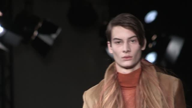 ann demeulemeester fashion show | footages | menswear fall winter 2016 | paris fashion week - 既製服点の映像素材/bロール