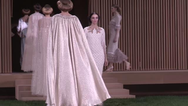 vídeos de stock e filmes b-roll de chanel fashion show | catwalk | haute couture 2016 | paris fashion week - chanel