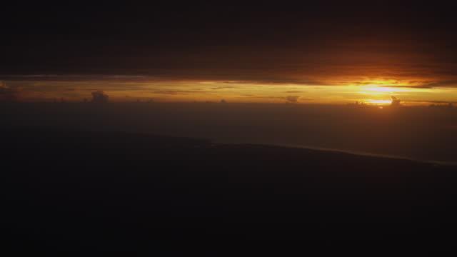 sunset - ngorongoro safari - 4k auflösung stock-videos und b-roll-filmmaterial