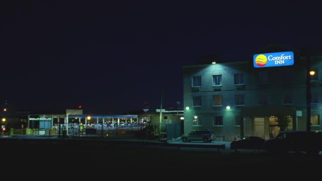 vídeos y material grabado en eventos de stock de n/x comfort inn hotel - cartel