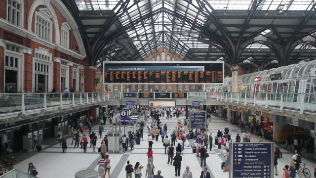 LIVERPOOL STREET TRAIN STATION