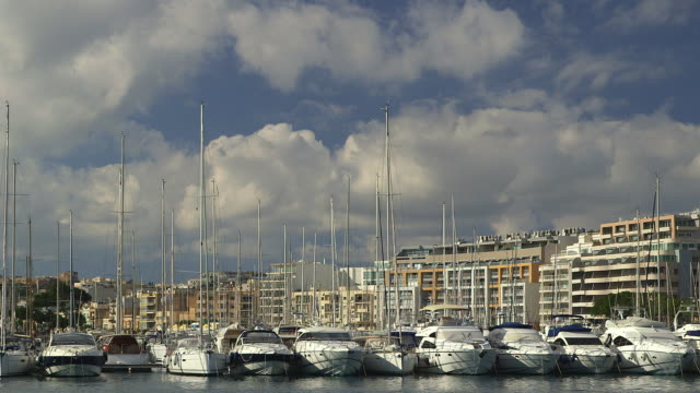 stockvideo's en b-roll-footage met boats and yachts - valletta