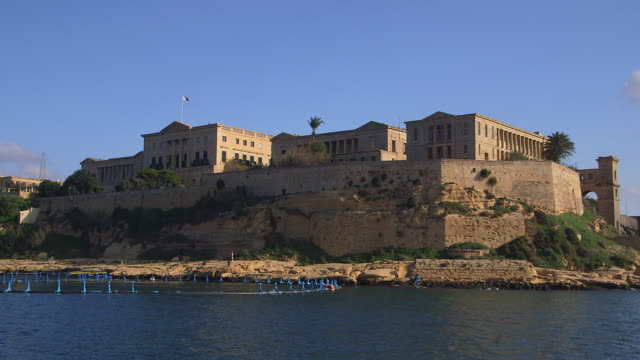 stockvideo's en b-roll-footage met royal naval hospital - valletta