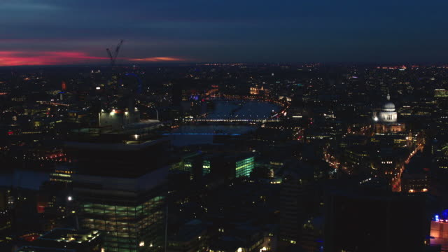 n/x aerial london, circle around cannon street station from st. paul's to shard - 気まぐれな空点の映像素材/bロール