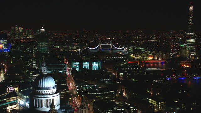 n/x aerial lodon from st paul's over cannon street stati - fluss themse stock-videos und b-roll-filmmaterial
