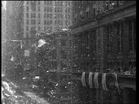 stockvideo's en b-roll-footage met tilt down confetti + ticker tape falling on parade with mounted police for charles lindbergh / nyc - werkdier