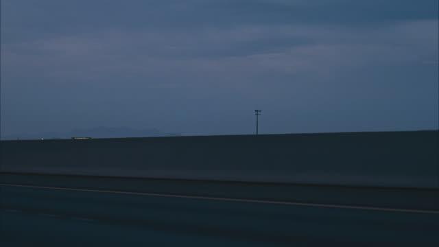 vidéos et rushes de  n/x (early evening) 3/4 back right desert highway process (i-15s to las vegas) - 50 secondes et plus