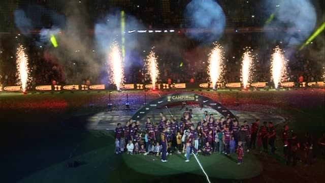 the fc barcelona organizes a party for everything high in the camp nou for present his two gained titles this season to his interest. all the players... - barcelona stock-videos und b-roll-filmmaterial