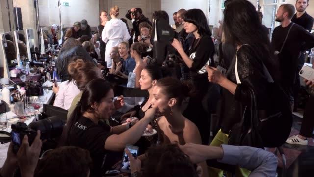 vidéos et rushes de versace fashion show   haute couture fall winter 1617   paris fashion week - semaine de la mode