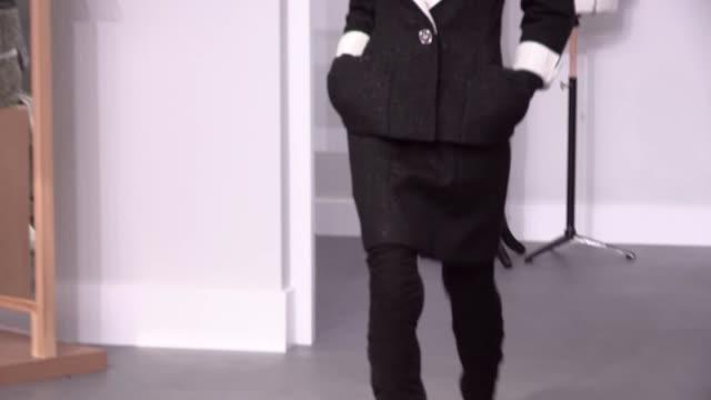 vídeos y material grabado en eventos de stock de chanel fashion show   haute couture fall winter 1617   paris fashion week - 2016