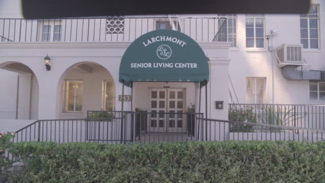 stockvideo's en b-roll-footage met medium angle of the larchmont senior living center, a retirement home. - woongemeenschap ouderen