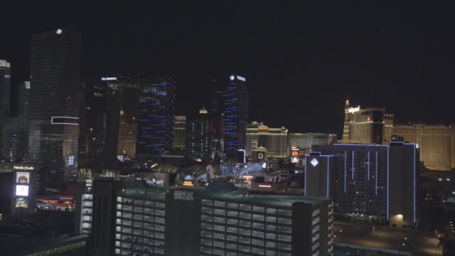 medium angle of las vegas strip. monte carlo, ceasars palace, hollywood, and the cosmopolitan hotel and casinos visible. - mid distance stock videos & royalty-free footage
