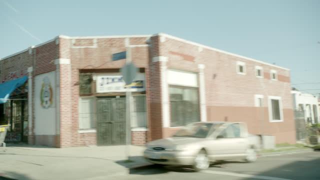 vídeos de stock, filmes e b-roll de process plate 3/4 back right of city streets. - stationary process plate
