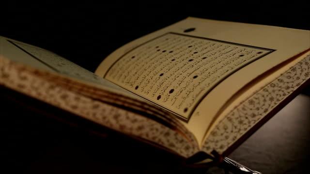 koran - arabic script stock-videos und b-roll-filmmaterial