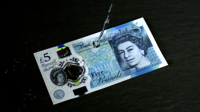 water being poured onto the new uk waterproof £5 note in super slow motion 2000 fps hd - super slow motion stock videos & royalty-free footage