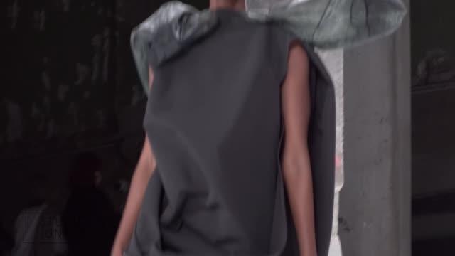 rick owens fashion show | ready to wear spring summer 17 | paris fashion week - 既製服点の映像素材/bロール