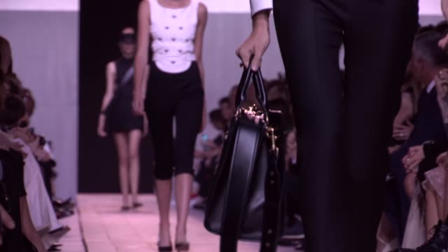 RUNWAY B DIOR FASHION SHOW | READY TO WEAR SPRING SUMMER 2017 | PARIS FASHION WEEK