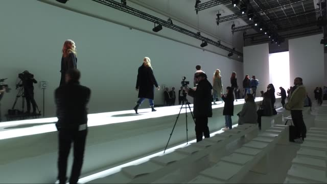 vidéos et rushes de rehearsal alexandre vauthier fashion show | haute couture spring summer 2017 | paris fashion week - répétition de spectacle