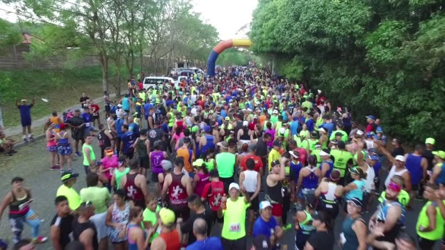 drone, running race pre-start, drone moves over runners - salmini stock videos & royalty-free footage