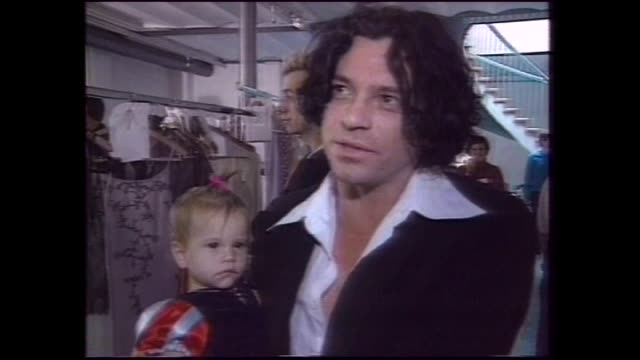 london file - various shots michael hutchence out of car swamped by media / hutchence with kylie minogue / helena christianson on catwalk / bob... - シンガーソングライター点の映像素材/bロール