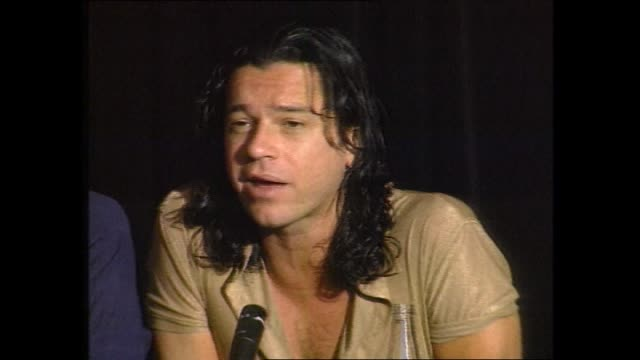 vídeos de stock, filmes e b-roll de file michael hutchence walks / police outside ritz carlton / ext ritz carlton hotel/ michael hutchence and paula yates walk / graphic coroner derrick... - ritz carlton hotel