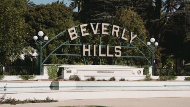 beverly hills sign - ビバリーヒルズ点の映像素材/bロール