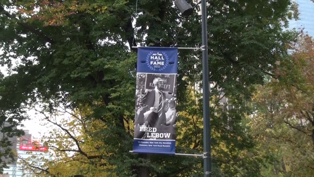 vídeos de stock e filmes b-roll de marathon co-founder fred lebow hall of fame banner - salmini