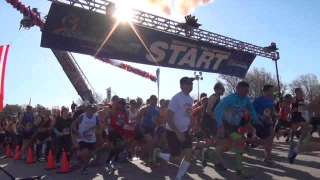 vídeos y material grabado en eventos de stock de thousands of runners start the long island marathon - salmini