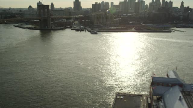 vídeos de stock, filmes e b-roll de aerial of new york city waterfront. high rises and bridges visible. - rio east