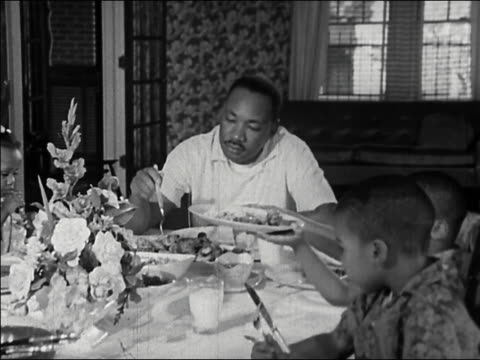 1964 medium shot martin luther king at dinner table with family - martin luther religious leader stock videos & royalty-free footage