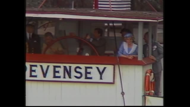 "vídeos de stock e filmes b-roll de prince charles steers wheel of paddle boat ""pevensey"" on murray river at echuca as princess diana watches -– princess di on boat - 1985"