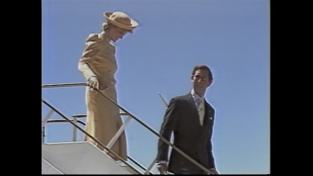 "royal australaian airforce jet taxis as airport worker marshalls with ""ping pong style paddles"" / military guns for salute at airport / officials &... - 1985 stock-videos und b-roll-filmmaterial"