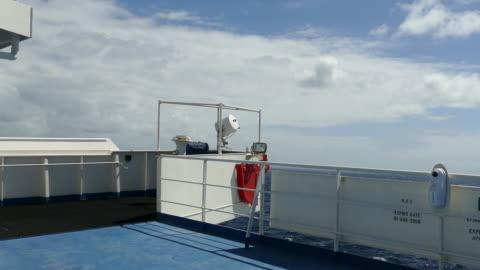stockvideo's en b-roll-footage met schip rollen - veiligheidshek