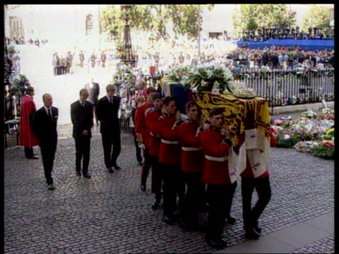 september 6, 1997 royal guards carry princess diana's casket at her funeral as prince philip, prince william, charles spencer, prince harry, and... - anno 1997 video stock e b–roll