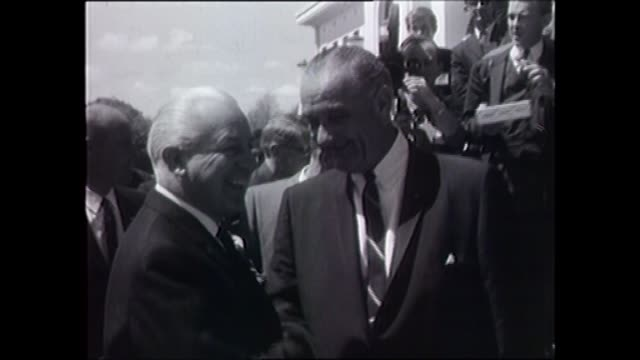 president johnsons' motorcade drives through crowds / prime minister harold holt stands waiting on parliament house steps / presidential motorcade... - 1966 stock-videos und b-roll-filmmaterial