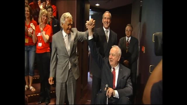 int labor campaign launch / bob hawke gough whitlam and paul keating hold hands up to audience applause / audience clapping / kevin rudd speech /... - bob hawke stock videos and b-roll footage