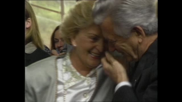 "bob hawke walks with press / hawke doorstop presser iv ""mutual and amicable and hazel and i remain very good friends"" / file bob hazel hugging / file... - bob hawke stock videos and b-roll footage"