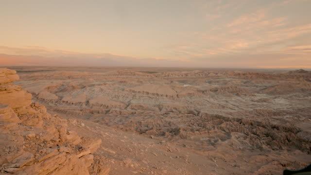 moon valley timelapse, atacama desert - 荒廃した点の映像素材/bロール